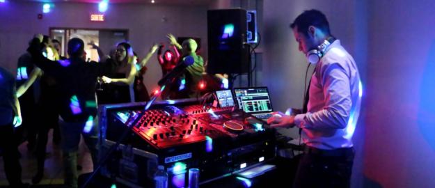 Transport St-Isidore crop - Party de bureau - Réalisation - Mobil-Tek - Animation - Sonorisation - Éclairage - Évènements - Ville de Québec - Mariage - Animation - Anniversaire -Bal de finissants - Party de bureau - Événements - Soirée thématique - Audio Visuel